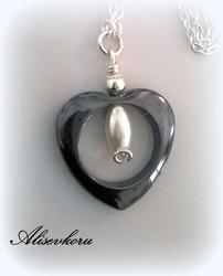 2783 Alise Design - hematiiti sydänkaulakoru