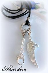 3389 Alise Design Siipi avain/kaulakoru nahkanauhalla omalla tekstillä