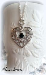 3598 Alise Design  Sydänkaulakoru kristallilla VALITSE KRISTALLIN VÄRI & PITUUS