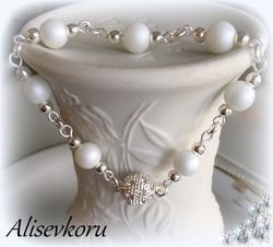 3737 Alise Design Helmikäsikoru kristallilukolla