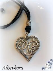 3805,1 Alise Design  Sydän  kaulakoru  nahkanauhalla, useita värejä