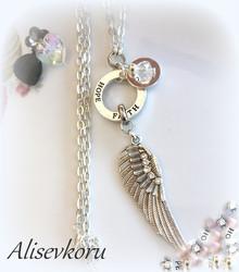 3876 Alise Design  Siipikoru omalla tekstillä