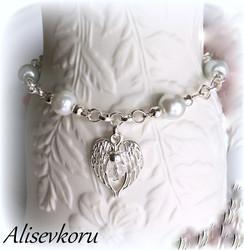 3913 Alise Design  Käsikoru siipien suojassa helmi / kristalli VALITSE VÄRI