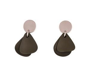 Littlebitdesign: Jokela-korvakoru, ruostumaton teräs ja akryyli, väri tumma oliivinvihreä