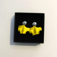 Harju, nappikorvakoru väri: keltainen