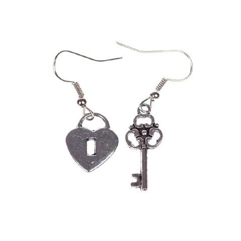 Romanttiset avain & lukko-korvakorut