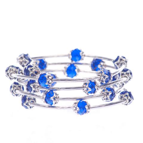 Kaunis sininen kierrerannekoru lasihelmillä