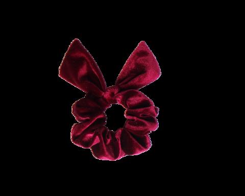 Viininpunainen schrunchie ponnari pupun korvilla