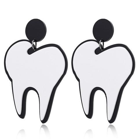Suuret hammas-korvakorut