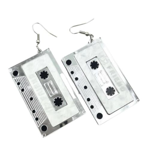 C-kasetti korvakorut hopea