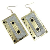 C-kasetti korvakorut kulta
