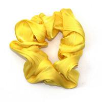 Keltainen scrunchie