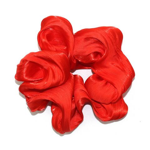Punainen scrunchie