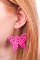 Kesäisen pinkit perhoskorvakorut