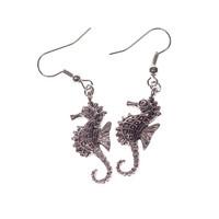 Sirot merihevonen-korvakorut