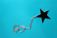 Tähti kaulakoru (punainen/musta)