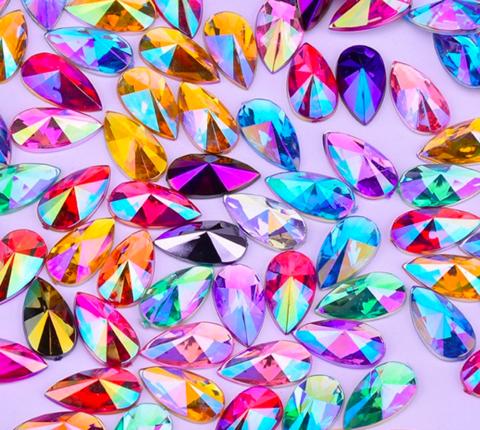 Värikkäitä teardrop-ihotimantteja XL-koko