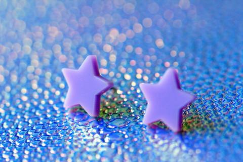 Vaaleanvioletit FHS-tähtinappikorvakorut