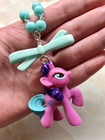 Fuksiansävyinen My Little Pony -kaulakoru