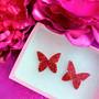 Punaiset pienet glitterperhosnappikorvakorut