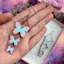 Sirot vaaleanpunaturkoosit Ruffle Army -perhoskorvakorut