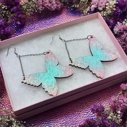Isot Ruffle Army -perhoskorvakorut glitterillä
