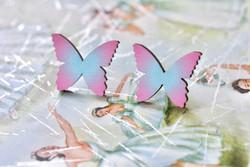Pastelliset Ruffle Armyn perhoskorvakorut