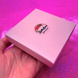 Vaaleanpunainen Ruffle Army -lahjaboksi