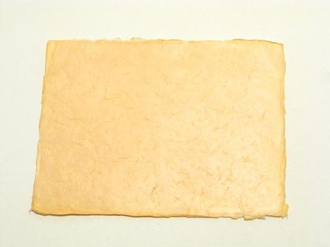 A4 vaaleanoranssi, revitty reuna