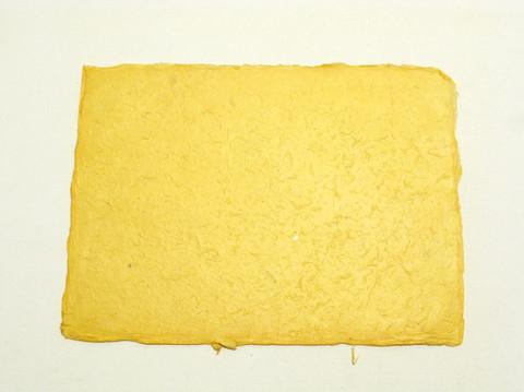 A4 auringon keltainen, revitty reuna