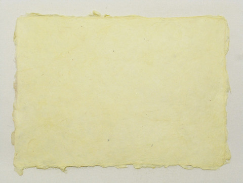 A4 vaaleankeltainen YL4, revitty reuna