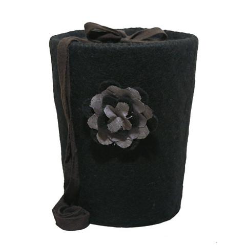 C24 rose, black, felt cone