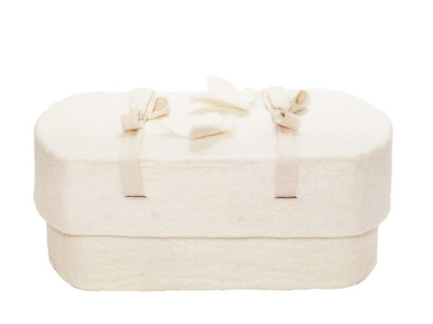 C01 butterfly, natural white, felt oval babycasket M