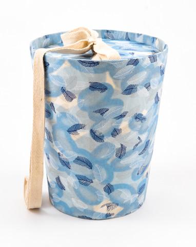 C 01/635 kartiouurna, siniset ja valkoiset höyhenet, L