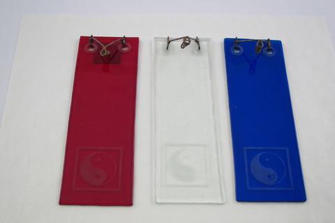 Punainen lasinen suitsuketeline Yin-Yang