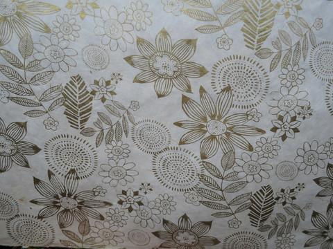 50x75 cm valkea kulta-kukkapainettu