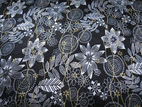 50x75 cm musta valko-kulta-kukkapainatus
