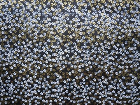 50 x 75 cm musta valko-kulta-pikkukukkapainatus