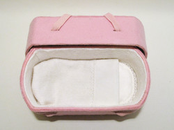 C01 butterfly, natural white, felt oval babycasket S