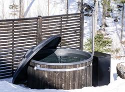 Hottia musta kylpytynnyri ja Hottia HT-20 Pro lämmitin
