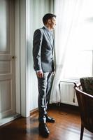 Van Gils harmaa puku