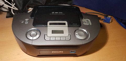 Radio / CD / USB -soitin (Philips)
