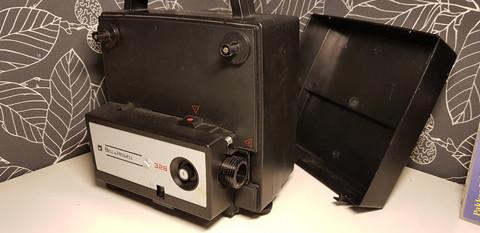 Vintage filmiprojektori (Bell & Howell)