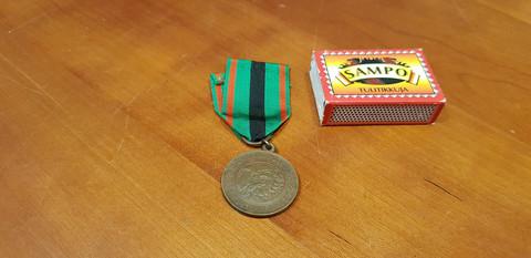 Vapaudenristin 2 luokan ansiomitali 1941