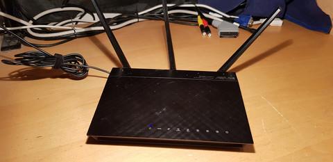 ADSL2+ modeemi (Asus DSL-N55U)