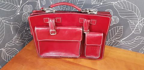 Punainen laukku