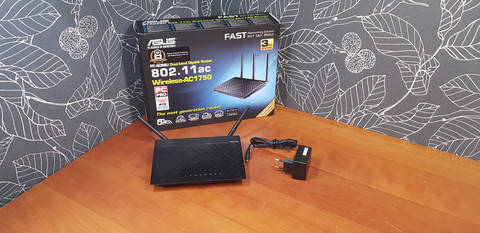 Dual-band -WiFi-reititin (Asus RT-AC66U)