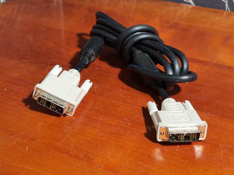 Näyttökaapeli 1,5 - 2,5 m (DVI-D)