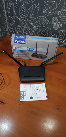 Dual-band -WiFi-reititin (ZyXEL NBG6515)
