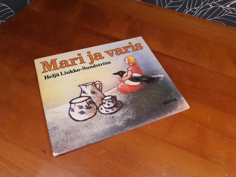 Mari ja Varis satukirja